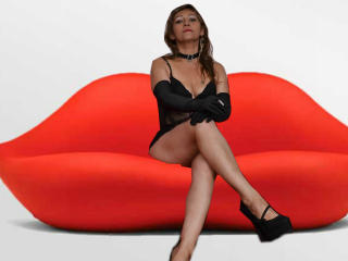 CharmanteLatina - Sexy live show with sex cam on XloveCam