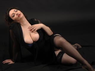 MikaMilf - Show sexy et webcam hard sex en direct sur XloveCam®