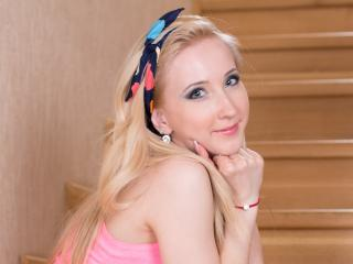 FrancescaHottyX - chat online xXx with this platinum hair Hot chicks