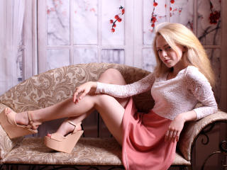 AnnaAgreeable - Show live hard with a small hooter Girl