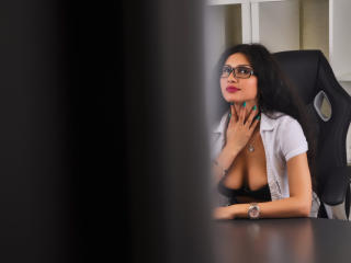 LaraVane - Live cam x with a black hair College hotties