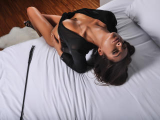 GuiltyPleasuree - Sexy live show with sex cam on XloveCam