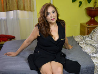 SxyVivian - Video chat sex with this average hooter Sexy mother