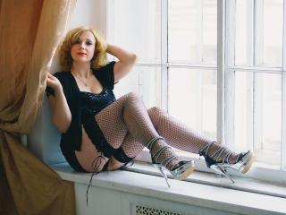 Sexy nude photo of HelenEvans