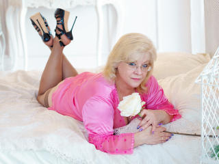 MadamBlond - Sexy live show with sex cam on XloveCam