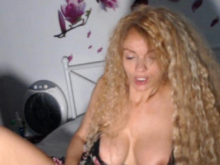 HelenaNueva - Live chat xXx with a being from Europe Horny lady