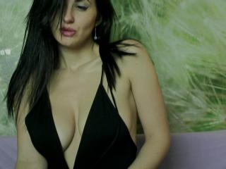 DeliciousCris - Chat cam hard with a White Hot chicks