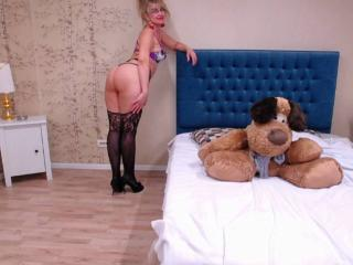 LadyMariahX - Chat nude with a platinum hair MILF