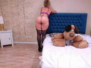 LadyMariahX - online chat sex with a White Lady over 35