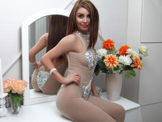 AttractiveReese - Chat live xXx with this fit physique Sexy girl