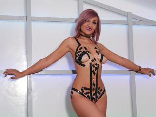 Eloddine - Sexy live show with sex cam on XloveCam®