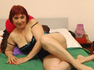 LynetteForYou - Chat hard with this beefy Attractive woman