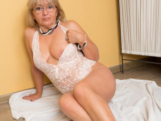 WideDelightX - online show sex with this shaved sexual organ Sexy mother