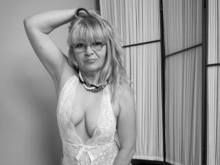 WideDelightX - chat online sex with a huge tit MILF