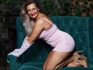 QueenRegina sexy girl come on webcam