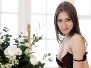 NikolQuine exotic girl chat on cam