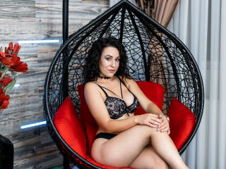 JulieMusk - chat online exciting with a muscular physique X young lady