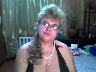 SeductiveMilf - Show live nude with this average body Lady over 35