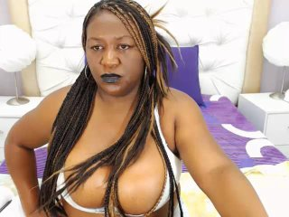 Photo de profil sexy du modèle BlackBombShell, pour un live show webcam très hot !