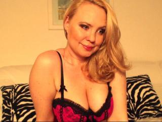 Photo de profil sexy du modèle LauraLuv, pour un live show webcam très hot !