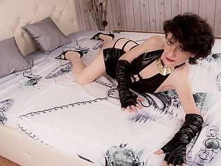 Фото секси-профайла модели GiulieteDom, веб-камера которой снимает очень горячие шоу в режиме реального времени!