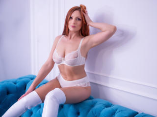Photo de profil sexy du modèle Foxynesss, pour un live show webcam très hot !