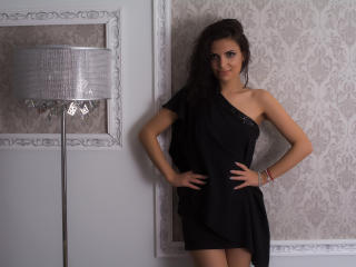 Photo de profil sexy du modèle Kareninne, pour un live show webcam très hot !