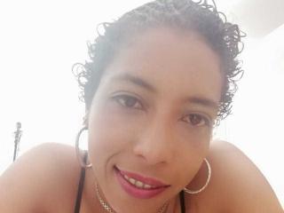 Poza sexy de profil a modelului AnaelleBackdoor, pentru un intens show webcam live !