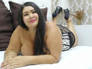 Photo de profil sexy du modèle SophieJohnss, pour un live show webcam très hot !