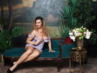 Foto de perfil sexi, da modelo QueenRegina, para um live show webcam muito quente!