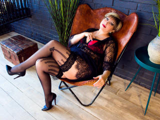 Photo de profil sexy du modèle BlondSexyMature, pour un live show webcam très hot !
