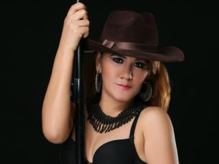 Photo de profil sexy du modèle HornyRosy, pour un live show webcam très hot !