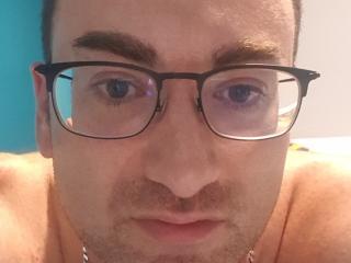 Poza sexy de profil a modelului GeoffreyDePerac, pentru un intens show webcam live !