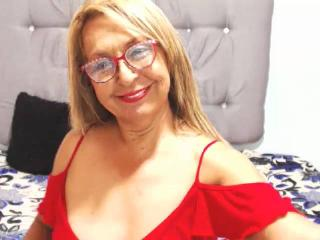 Photo de profil sexy du modèle CristalHot69Mature, pour un live show webcam très hot !